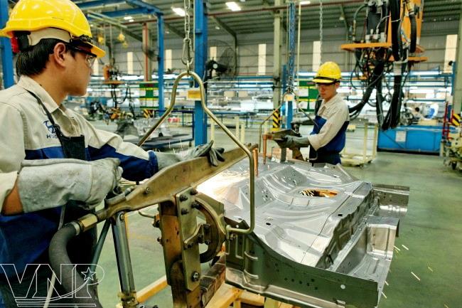 Công ty xuất khẩu lao động Thành Đô tuyển 3 nam đơn hàng gia công kim loại